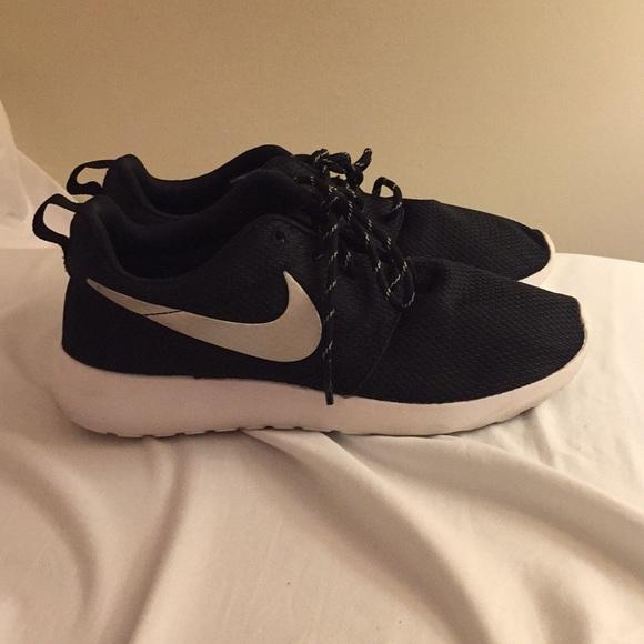 Black Nike Roshe Running Shoes